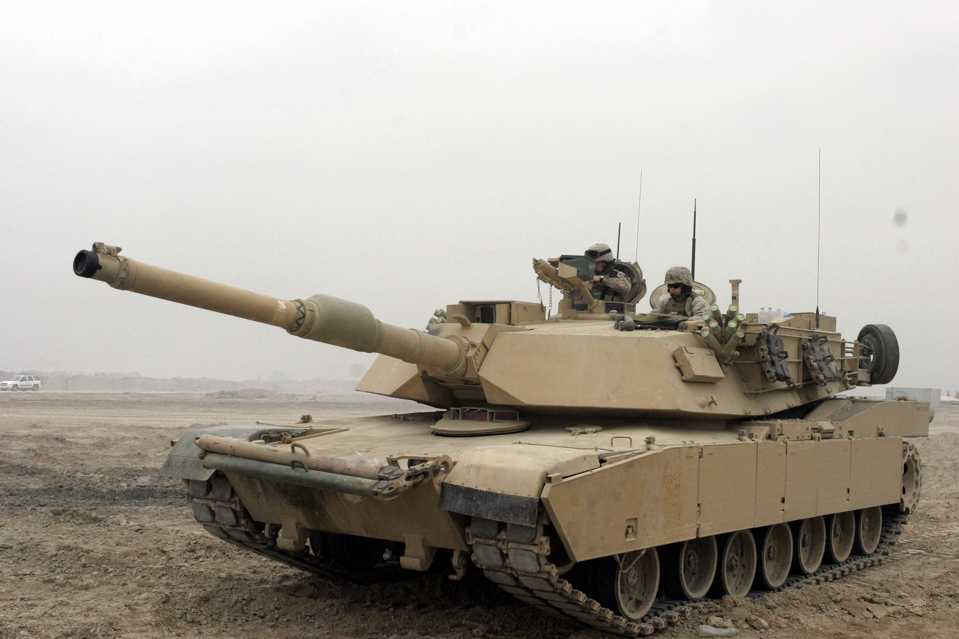 This is a US M1A1 main battle tank. Note the very large tank cannon and prominent turret.