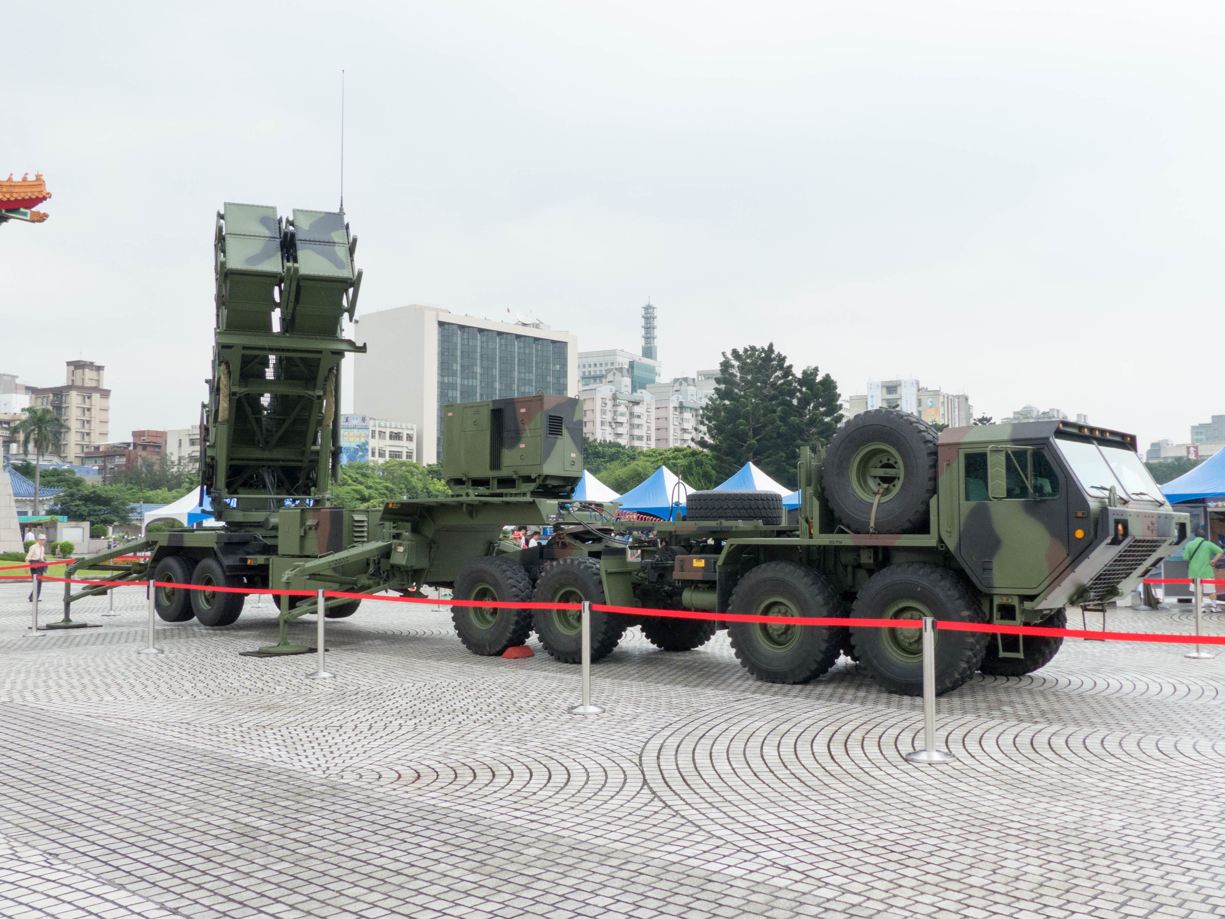 A Taiwanese Patriot PAC-2 launcher with its HEMTT transport vehicle.