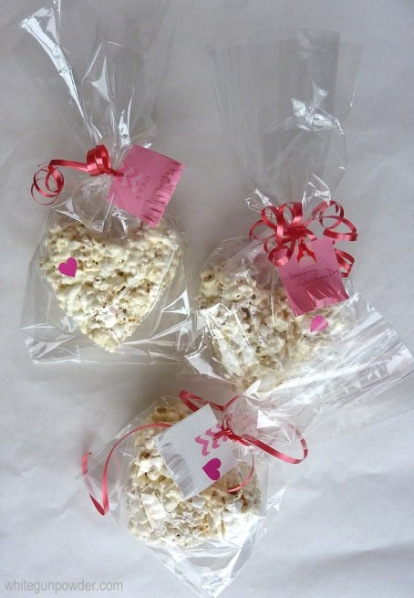 Post-it note gift tags & popcorn hearts