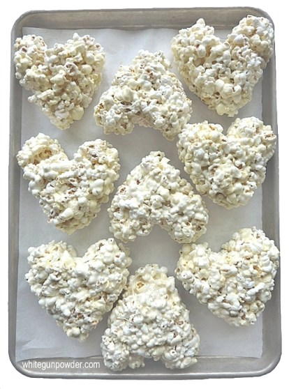 Valentine, popcorn heart treats
