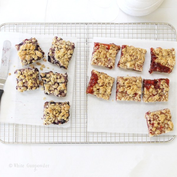 Crumble bars - strawberry blueberry jam
