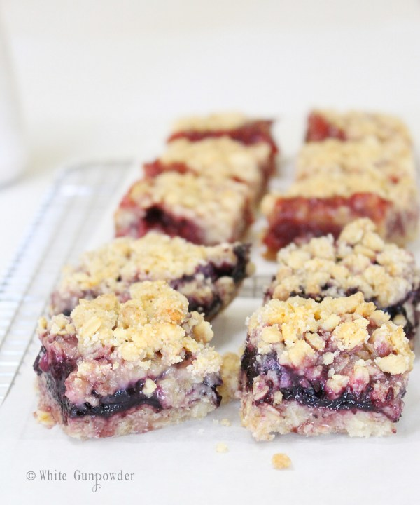 Crumble bars - strawberry and blueberry jam