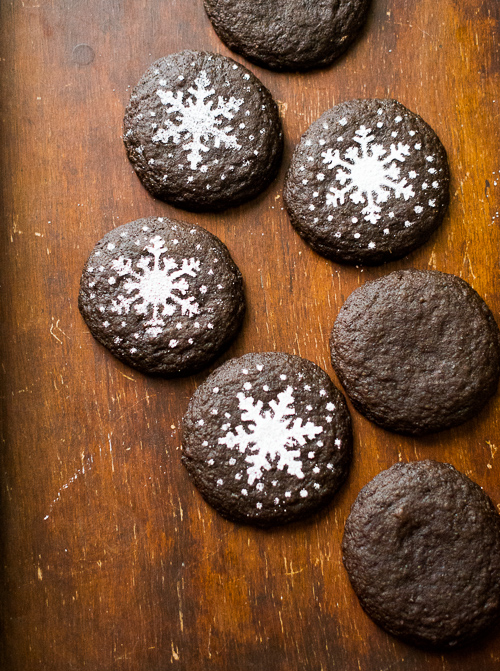 Chocolate gingersnap cookies for the holiday cookie recipe collection. They're the best gingersnap cookie recipe ever @whiteonrice