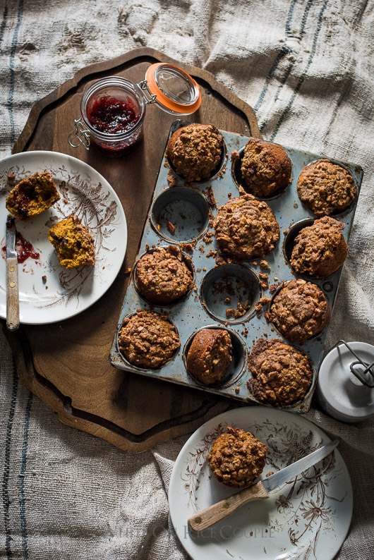 Pumpkin Spice Muffin Recipe with Crumb Topping is perfect for breakfast and brunch   @whiteonrice