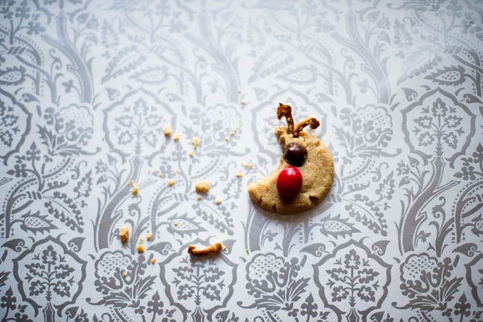 Rudolph Peanut Butter Cookies are the cutest Holiday Christmas cookie recipe with peanut butter @whiteonrice