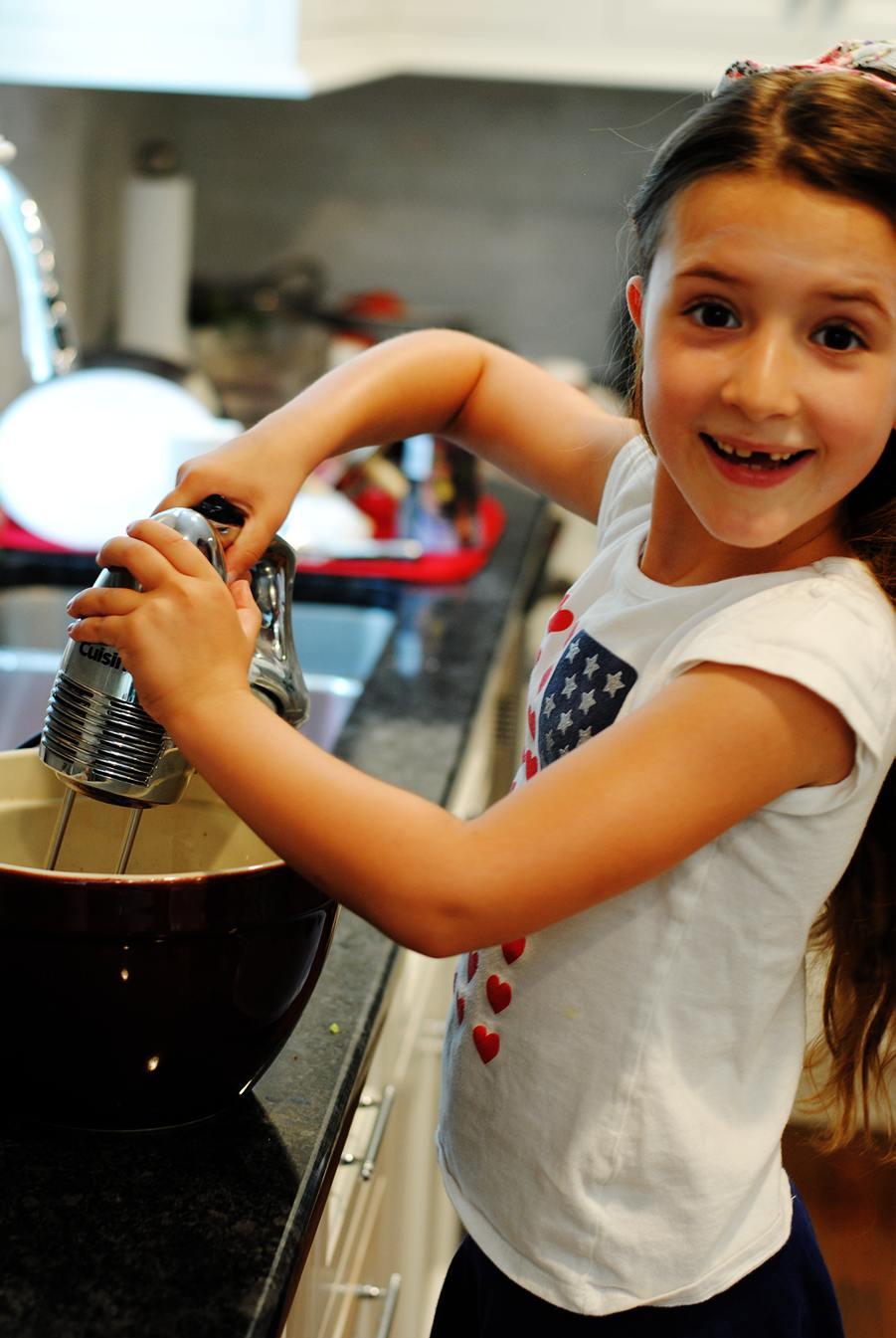 Making chocolate ice cream pie