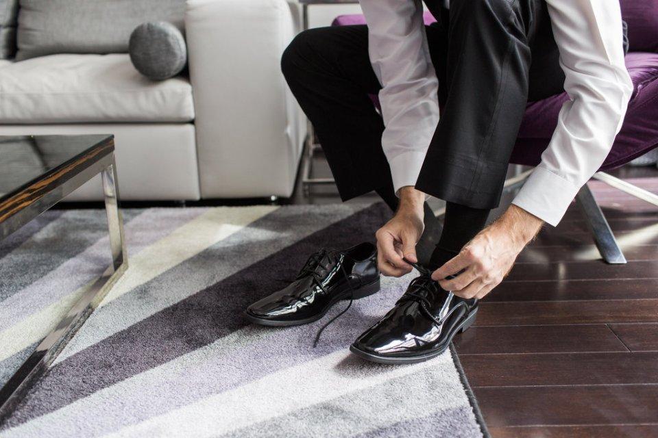 Groom ties shoes