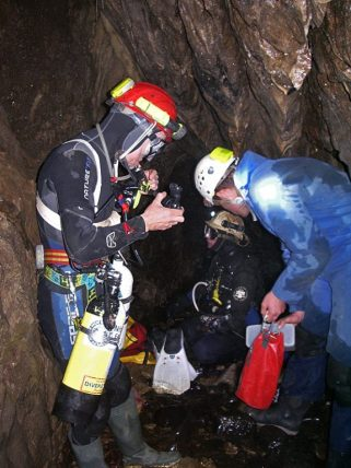 Ian and Martyn preparing for the dive. Matt lends a hand.