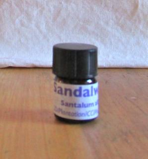 sandalwood indian essential oil 3