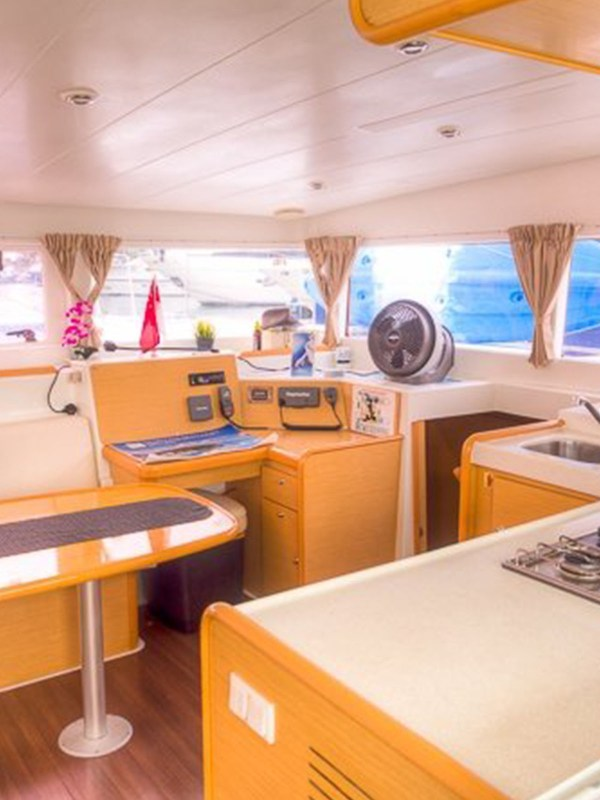 whitesails_boat__0004_Interior