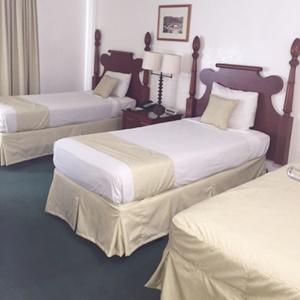ホワイトサンズホテル-トリプルルーム