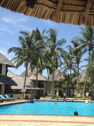 Beach-side pool in Dar
