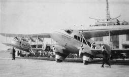 WWL Croydon 35 Biplanes at terminal