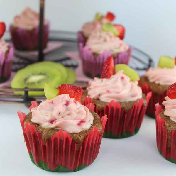 Cupcakes with Strawberry Kiwi Creamy Frosting
