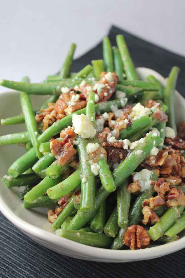 gluten free side dish, bacon blue cheese green beans, bacon and cheese green beans, pecan and bacon crusted green beans, pecan crusted green beans, bacon pecan blue cheese green beans, nutty green beans with bacon and blue cheese, blue cheese green bean recipe, recipes, food, bacon and cheese vegetable recipes
