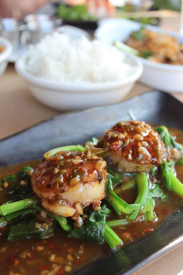 Pan Seared Sea Scallops with Chili Sauce