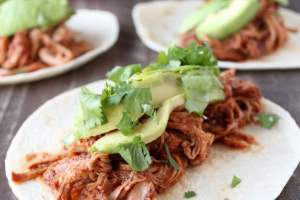 Slow Cooker Sriracha Honey Pulled Pork Tacos Recipe