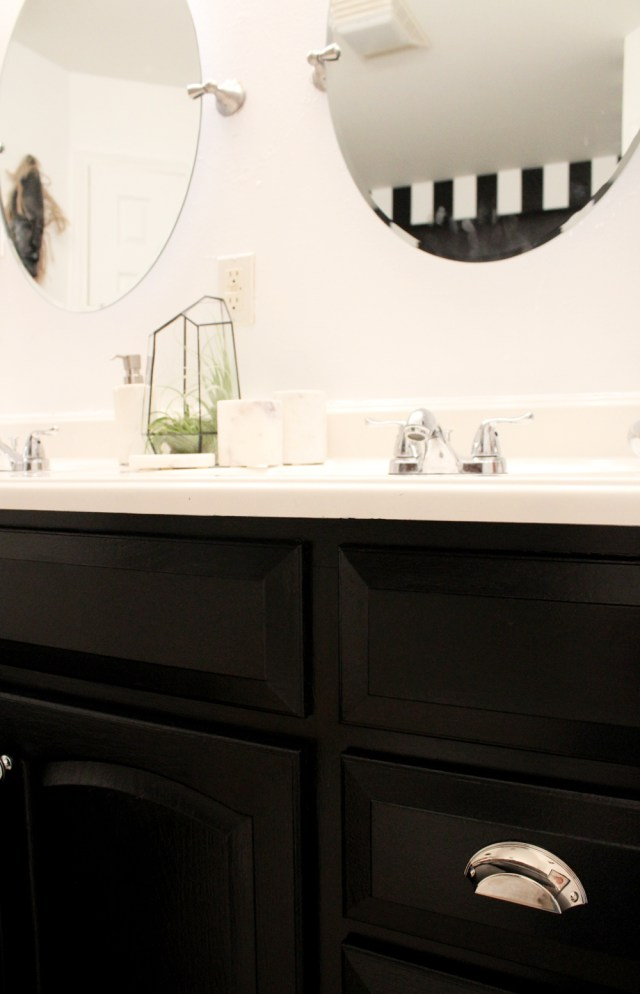 New Orleans interior design | New Orleans decorator | electic interior design | electic bathroom | black and white bathroom