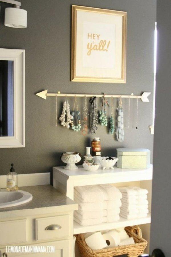 bathroom jewelry storage
