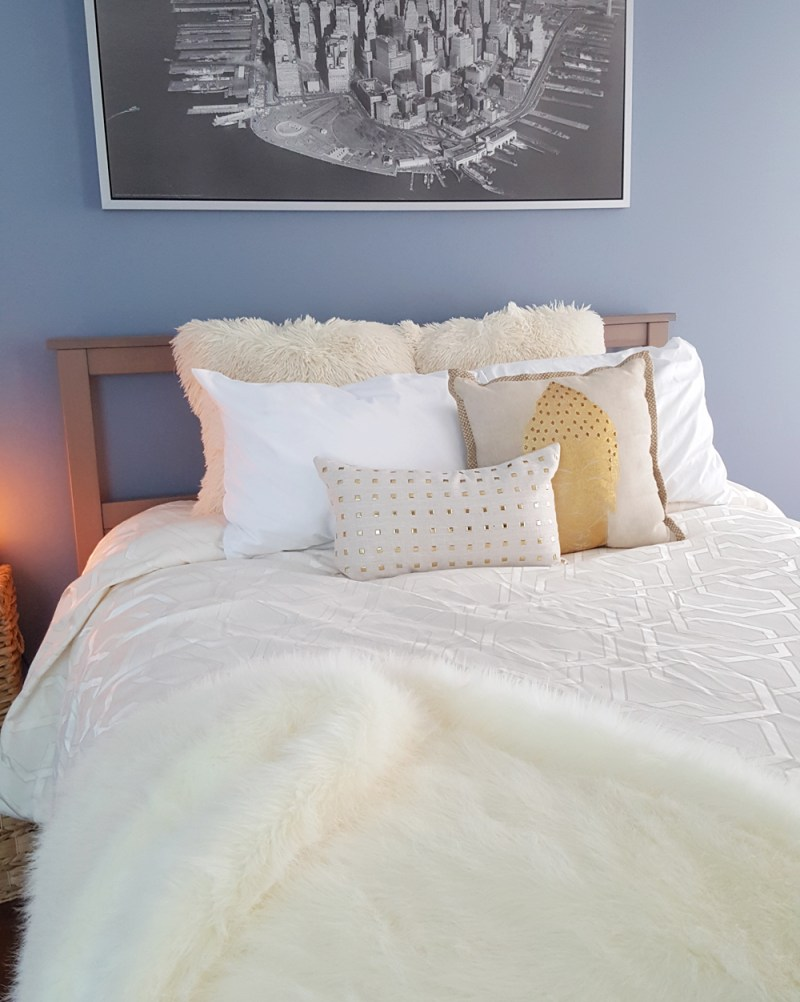 bedroom decor | blue bedroom | fur pillows | fur throw