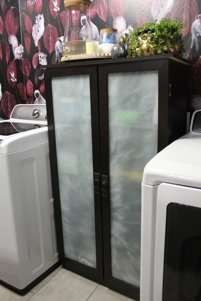 bold wallpaper and washer and dryer