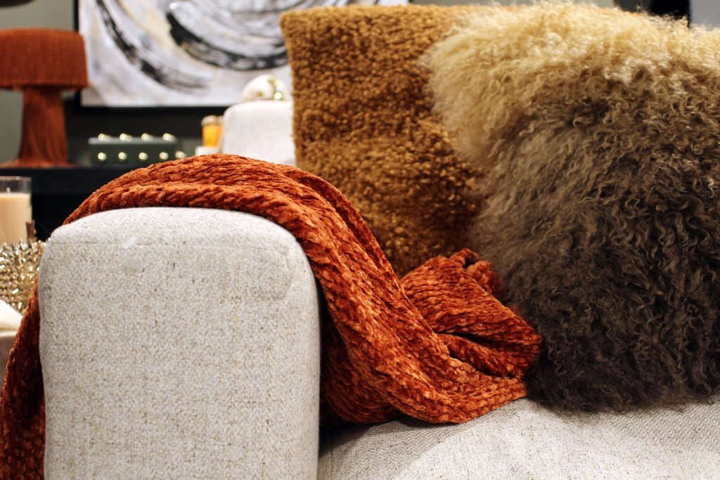 fall decor inspiration - burnt orange throw with capiz table
