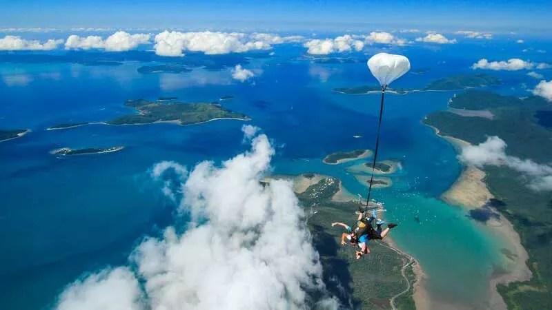 25% off skydiving in airlie beach