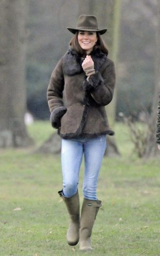 kate-le-chameau-boots-and-jacket