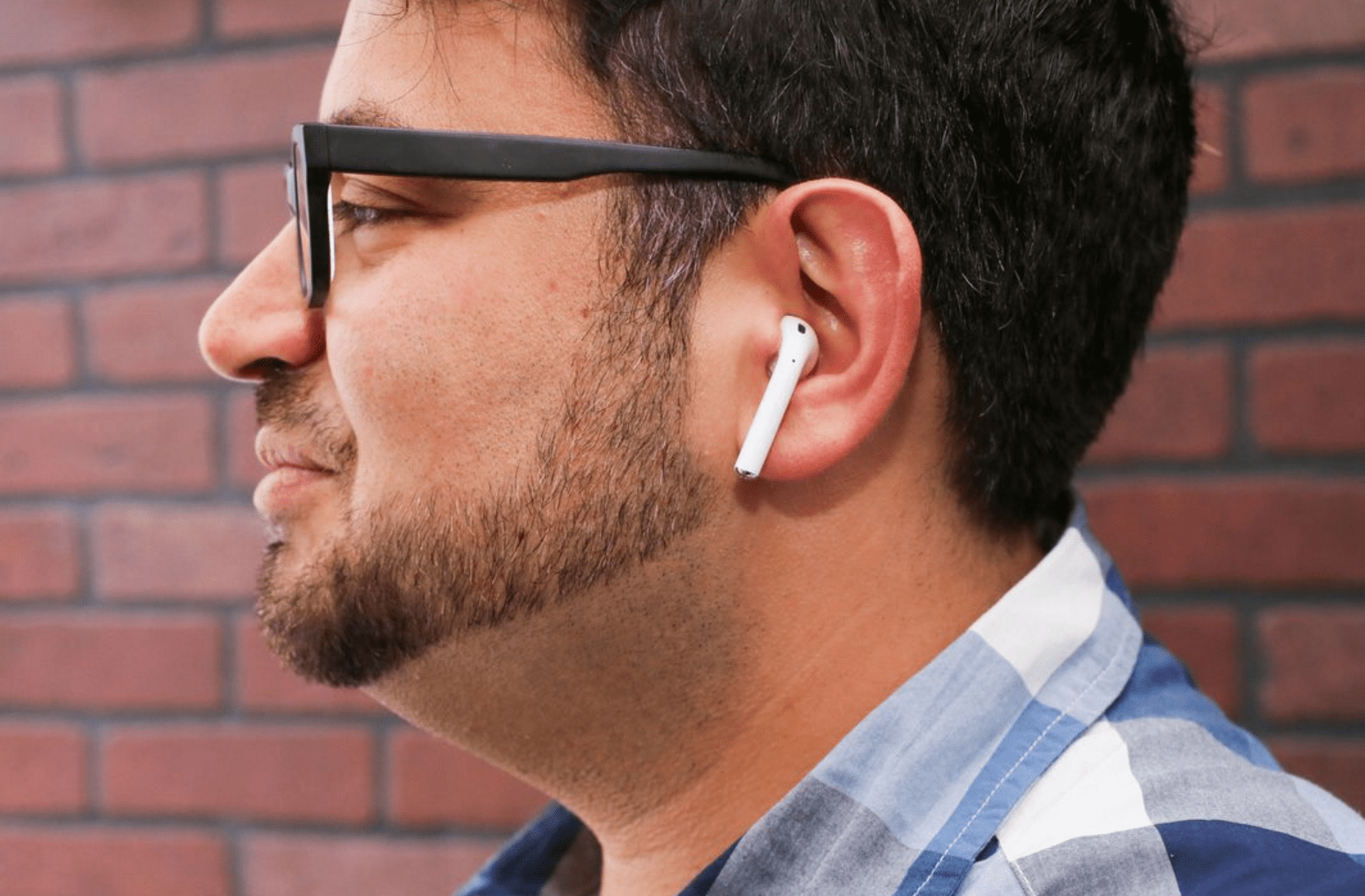 Apple AirPods aren't ridiculous says CNET, we disagree [Photos]