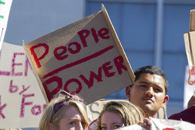 2004年10月1日,紀念Free Speech Movement (FSM)五十週年,這是在1964年由美國加州大學的學生發起的抗議行動,爭取校園內的政治言論自由