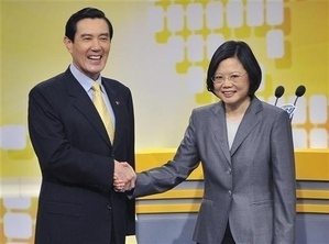 Taiwan President and Nationalist Party (KMT) Chairman Ma Ying-jeou (L) shakes hands with Democratic Progressive Party (DPP) Chairwoman Tsai Ing-wen during a televised debate over the economic cooperation framework agreement (ECFA), a free trade style agreement with mainland China, at the Taiwan Public Television station in Taipei April 25, 2010. Taiwan urgently needs a trade pact with China to save its $390 billion economy from pariah status, Ma said on Sunday in a historic debate as the opposition accused him of ignoring public fears. REUTERS/Chi Chih-hsiang/Pool (TAIWAN - Tags: POLITICS BUSINESS) QUALITY FROM SOURCE