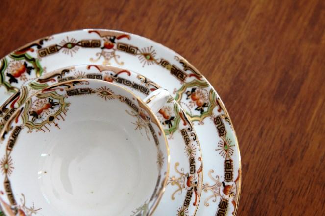 Art deco retro vintage teaware http://whoknewiwasahousewife.com