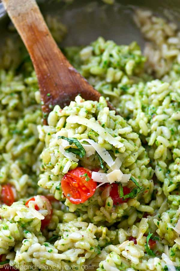 Extra-creamy and extra-flavorful classic risotto packed with lots of pesto and juicy cherry tomatoes!