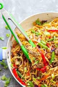 Garlic Sweet Pepper Steak Lo Mein - Juicy steak strips, a rainbow of fresh veggies, and tender lo mein noodles collide in this weeknight-friendly steak lo mein.