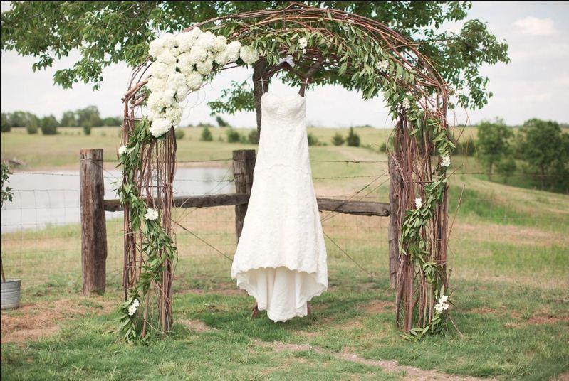 15 Best Floral Wedding Altars & Arches Decorating Ideas