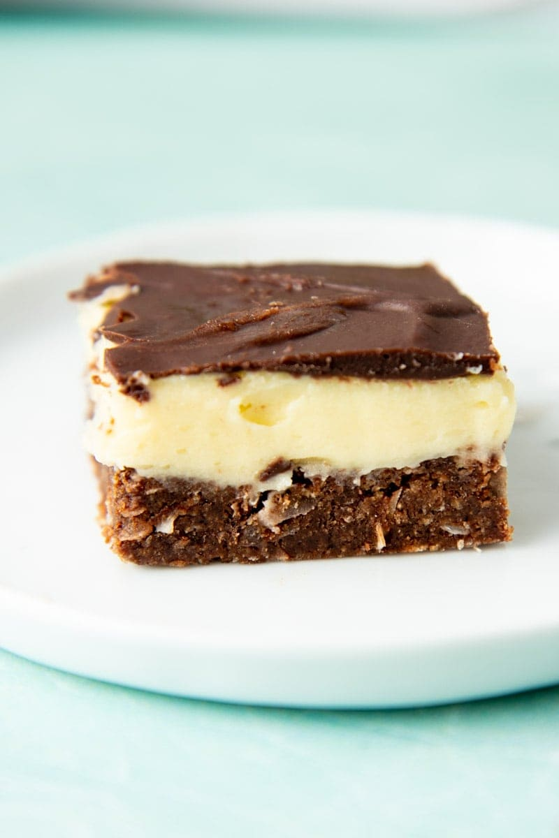 A single layered bar sits on a plate.