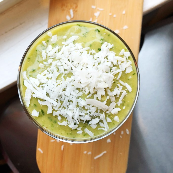 Drink your greens and fight infection with this super food kale smoothie that actually tastes good!