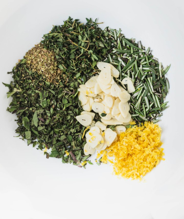 Marinade herbs all together, but. separated by ingredient in a circle.