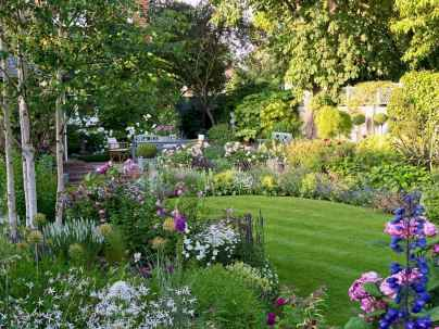 25 beautiful front yard cottage garden landscaping ideas