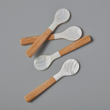 Set of 4 Seashell Spoons with Bamboo Handle Medium