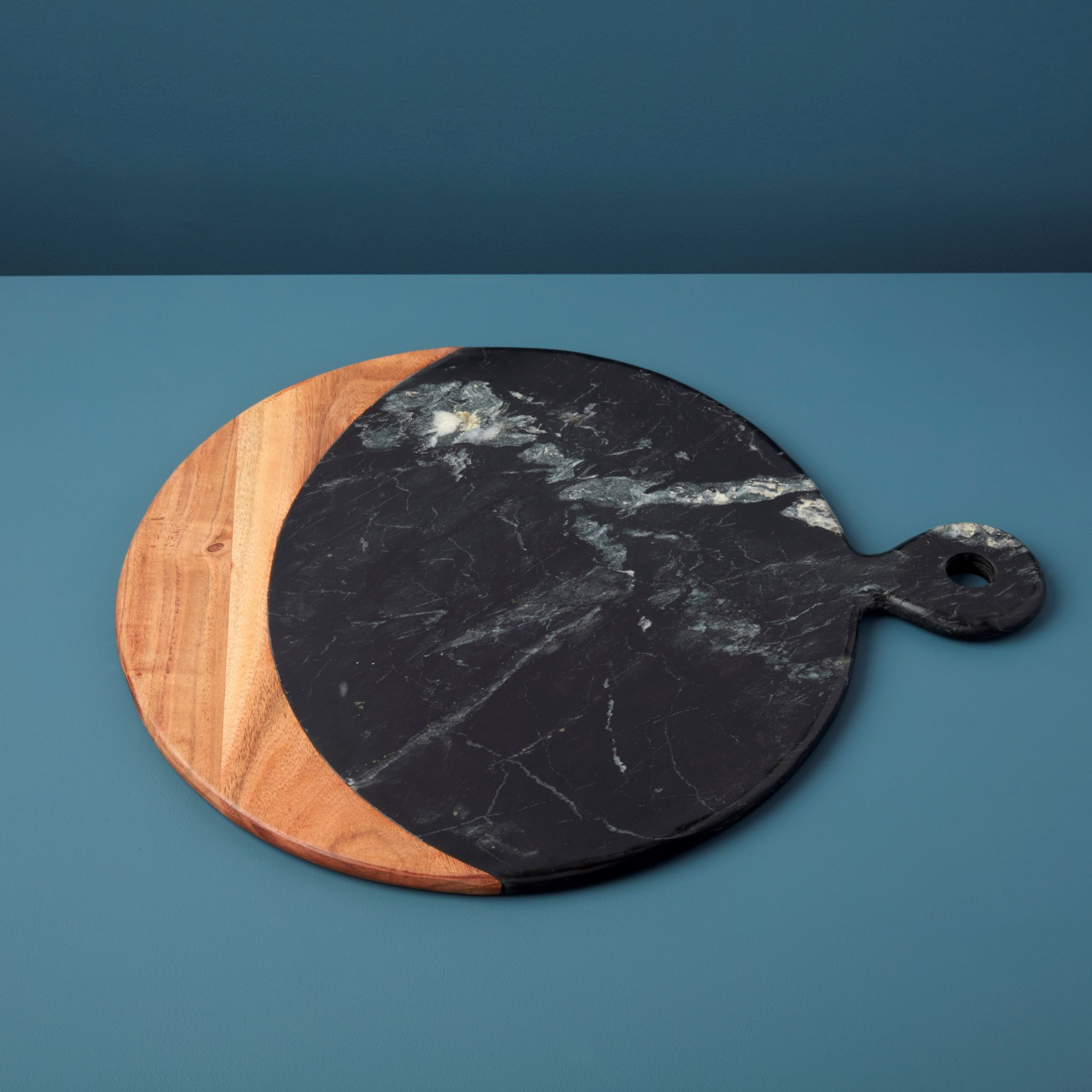 BeHome Marine Black Marble Acacia Oversized Round Board with Handle 58 460