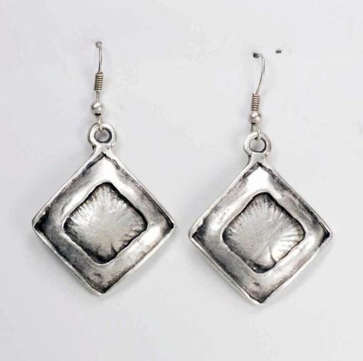 Small shiny square earrings