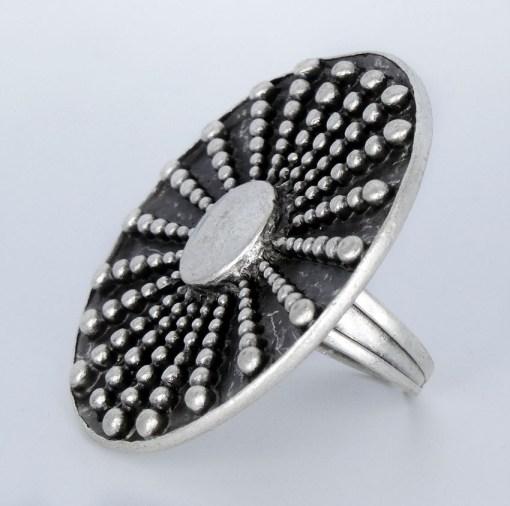 Silver ring model 4002