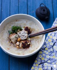 Eggless pork meatballs with rice noodle soup