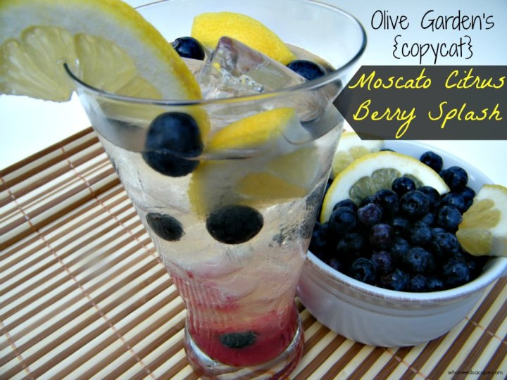 Olive Garden's {copycat} Moscato Citrus Berry Splash is a fantastic summertime cocktail, just like the restaurant version!