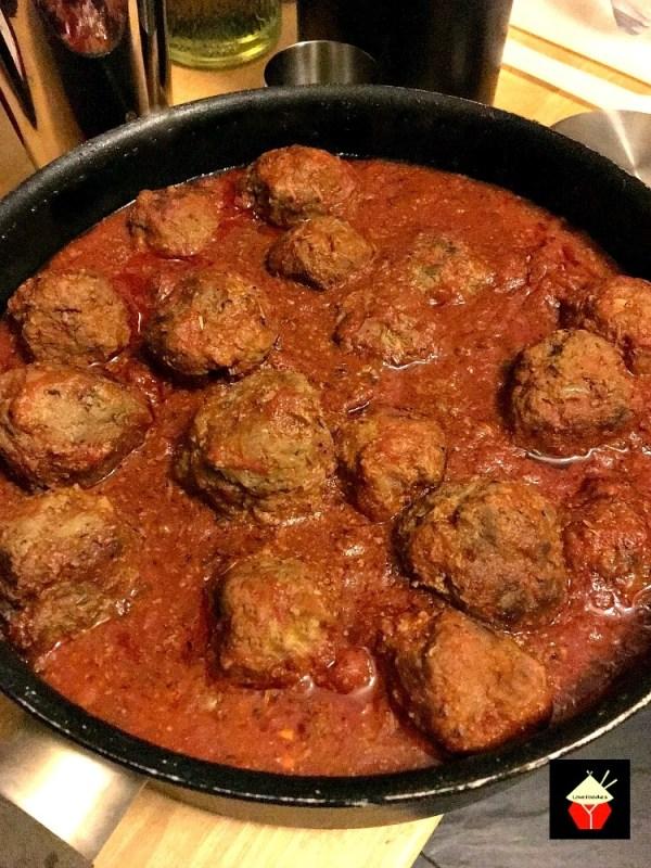 Spanish-Meatballs-in-Garlic-Tomato-Sauce-Albondigas4