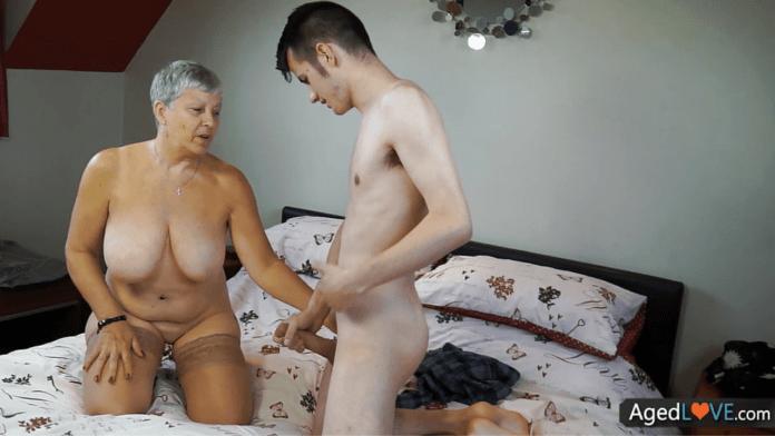 Savana the English granny porn star