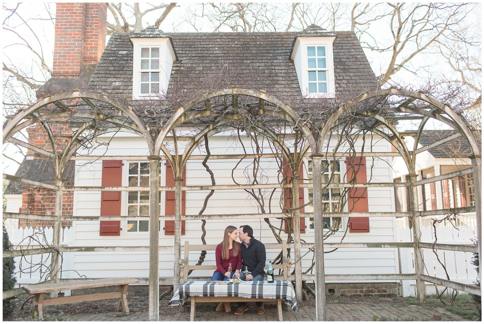 whosthatgirlphotos_colonialwilliamsburg_engagement_0001