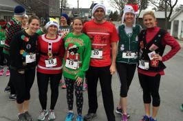 Krista Clarke, Savannah, Riann Doyle, Peter Doyle, Amanda Cannon, and Jules Sheehan at the Philadelphia Ugly Christmas Sweater 10k