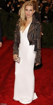 Sienna looks a little lost in this, kinda like she thought she was killing it with the jacket then realised that everyone had out did her. Love the jacket not gone on that Burberry dress. Looks slightly to big and plain on her.